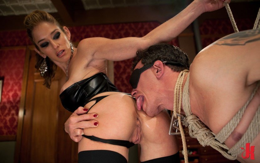 Blonde dominatrix will give a handjob to her sex slave, free porn